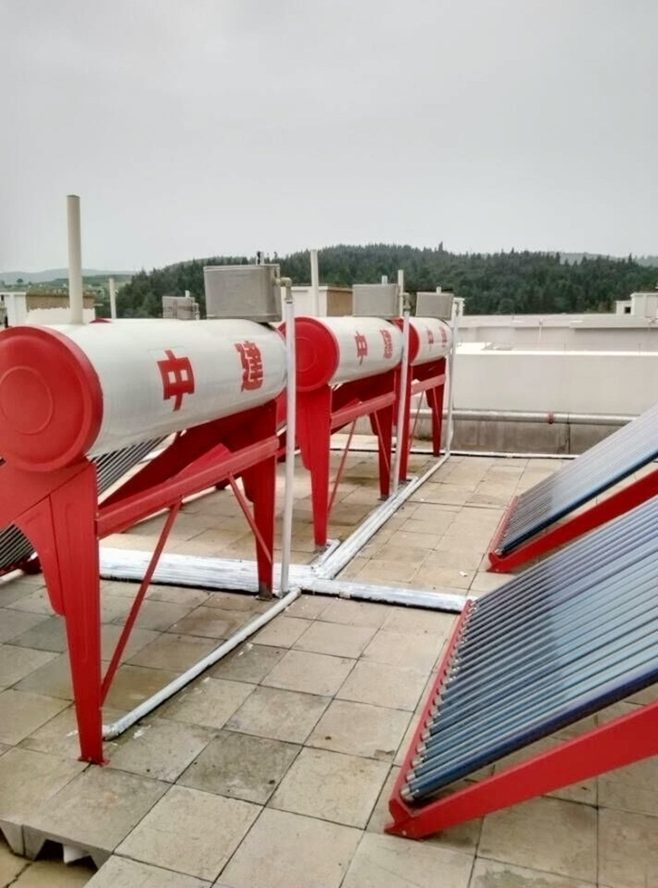 云南省宣威市龍澤豐園太陽能熱水工程